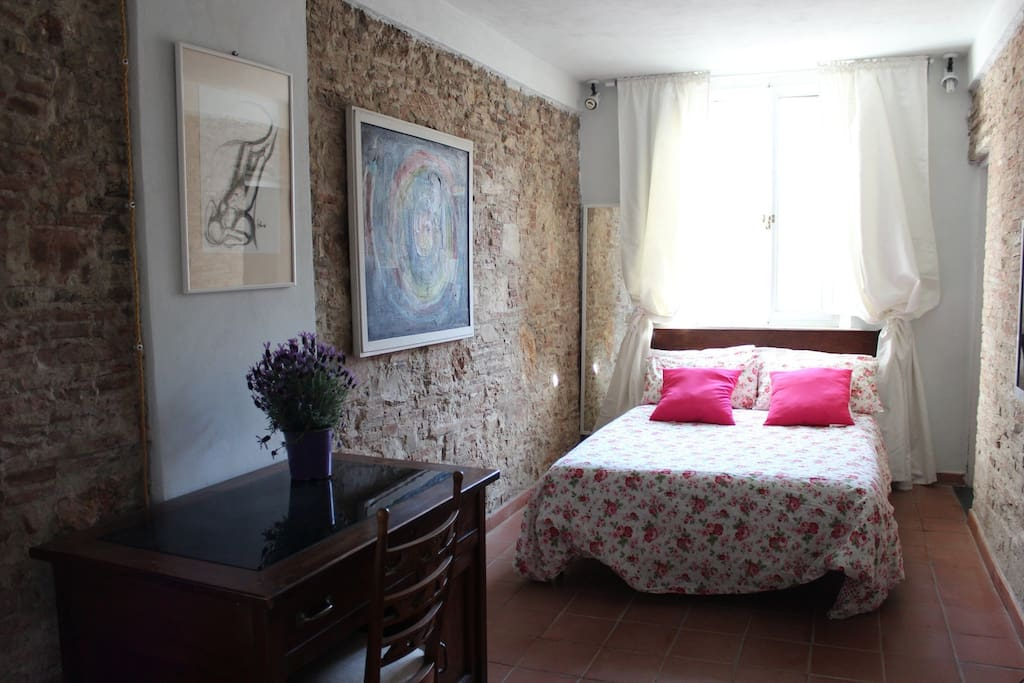Double bedroom with authentic medieval stone walls
