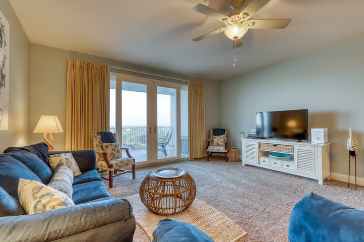 Recently renovated condo w/ 5 shared pools, hot tub & views - walk to the beach!