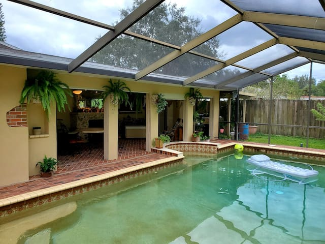 Cozy private room with pool access.