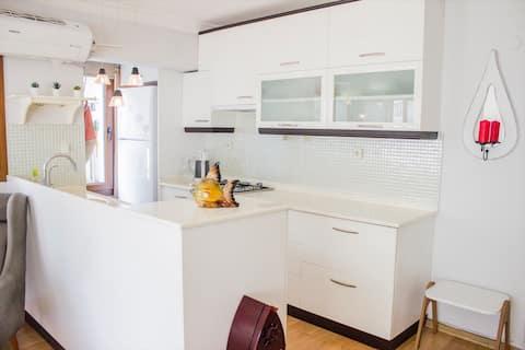 Centraal, Comfortabel appartement in Alsancak,Gratis, Snelle WiFi