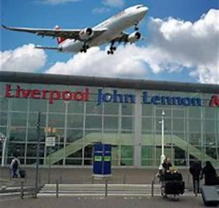 Liverpool Home by Airport, Retail & city centre