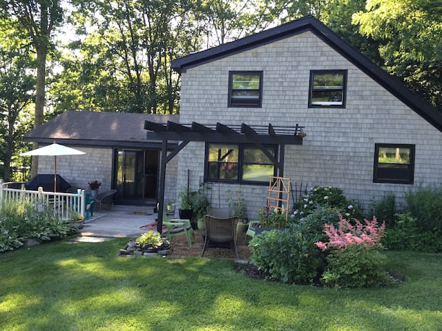 Sunny open concept country home - Stratham - Ház