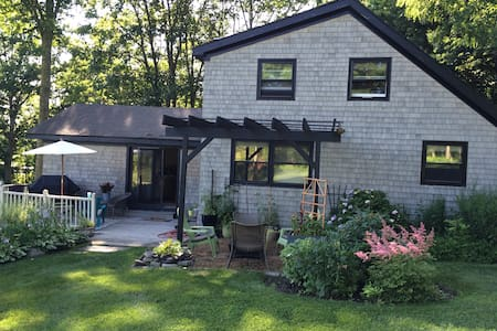 Sunny open concept country home - Stratham