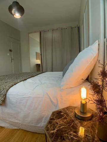 Chambre privée cozy dans grand appartement