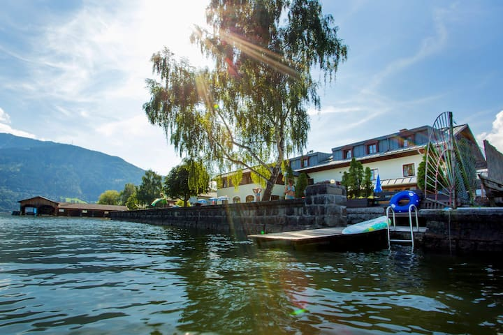 JUNGES HOTEL ZELL AM SEE, Vierbett - Zell am See - Bed & Breakfast