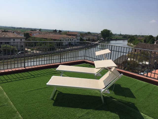 Apartment with terrace on the Po river