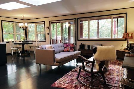 Romantic Catskills Modern Lake Home - Monticello