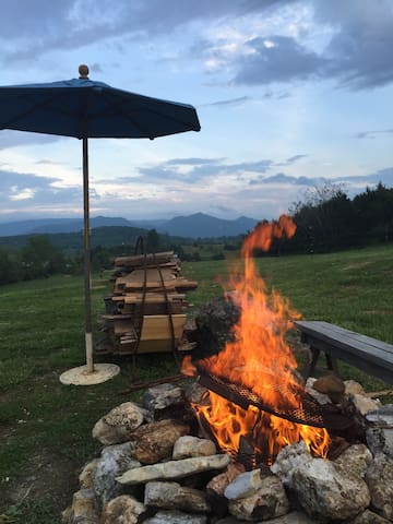 Tipi with a great view of the Blue Ridge Mountains - Fairfield - Tipi