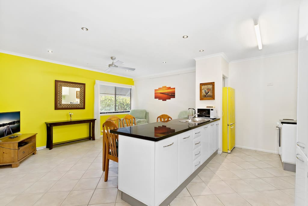 Stylish Bayside 2 Bedroom Aircon Pet Friendly Apartments For Rent In Shorncliffe Queensland