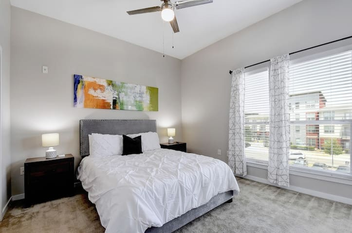 PEARL | TOWNHOME+BALCONY | MINUTES FROM SOUTHTOWN