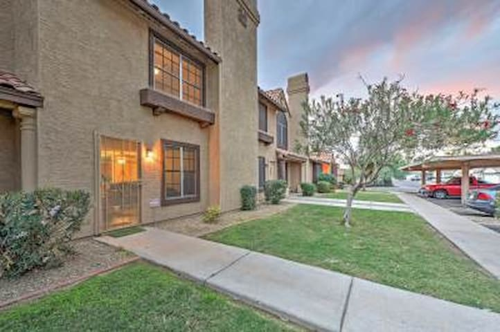 Incredible 2BR Phoenix Villa w/Private Patio! - Phoenix - Villa