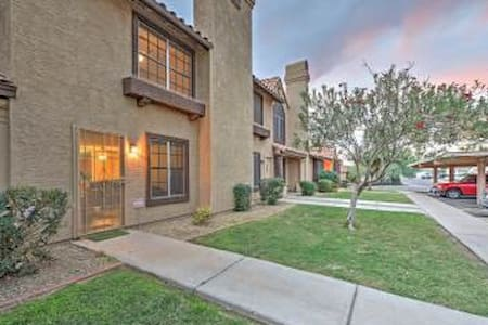 Incredible 2BR Phoenix Villa w/Private Patio! - Phoenix