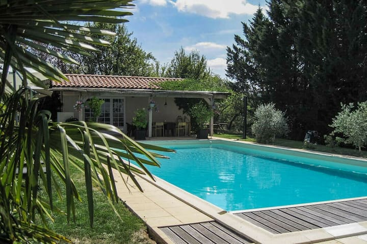 Deluxe Cottage in Gaujan with Swimming Pool