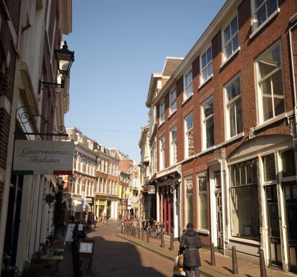 Perfectly central Korte Molenstraat in Haagse Hofkwartier