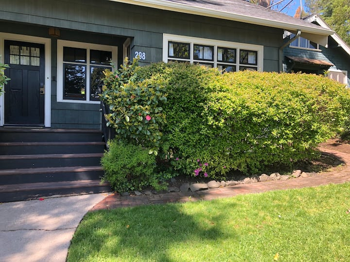Beautiful Historic Downtown Eugene Bungalow apt