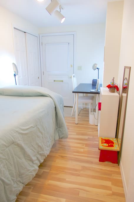 Feel cozy & pampered in the small bedroom with a twin size bed & amenities.
