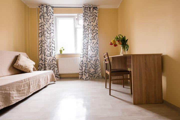 Уютная светлая комната рядом с метро - Saint Petersburg - Apartment