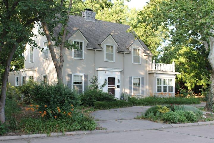 Peaceful riverside guest house - Wichita - Casa