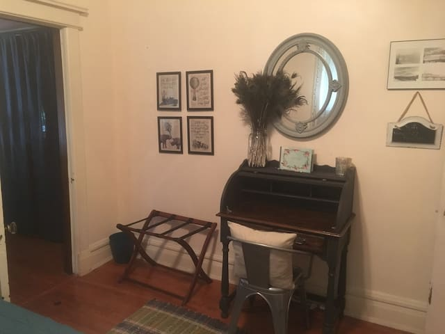 Private Room in Adorable Midtown House!