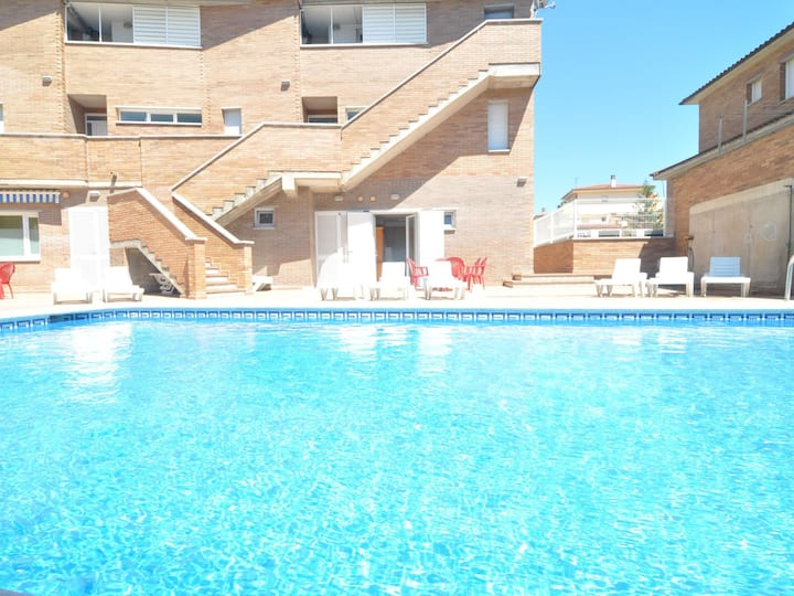 APARTMENT WITH POOL 2 MINUTES, ON FOOT, FROM THE BEACH.