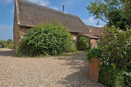 Manor Barn, Happisburgh - Bed & Breakfast
