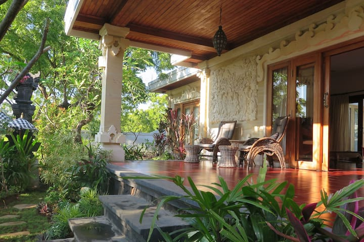 Villa Alon - Private 3 bedroom home away from home
