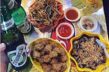 Ta Hien street-Fresh beer and street food: 10 minutes from our house by motobike