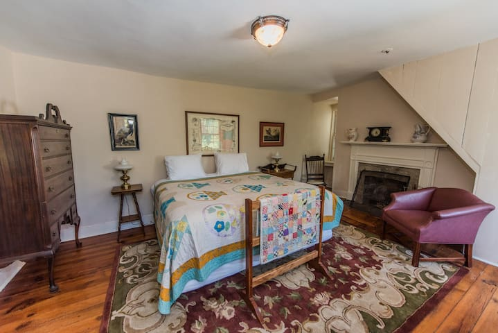 The Loudoun Room at Springdale Village Inn - Purcellville - Bed & Breakfast