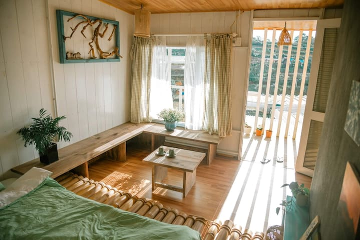 Jevis Au Village -the Cottage with Balcony
