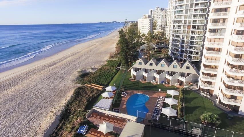 Beach Front Villa Surfers Paradise