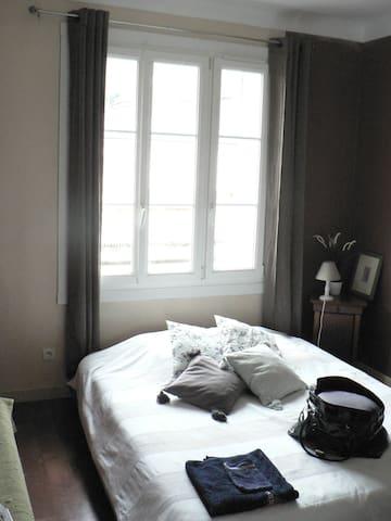Chambre avenue de la Basilique - Lisieux - Pis