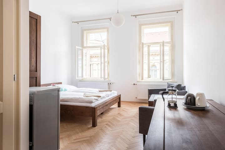 Great place near city centre with private bathroom