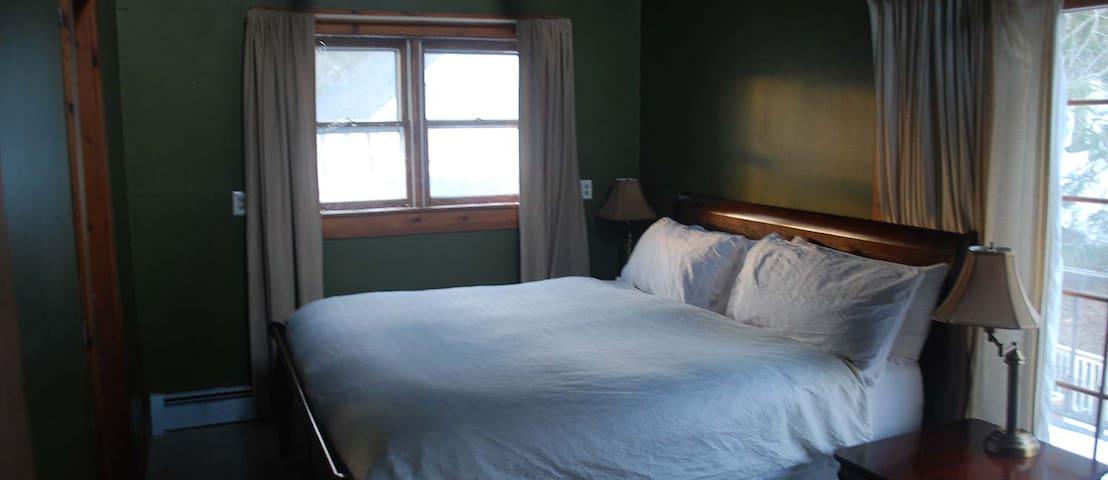 Joseph Courtemanche Suite - The Wilmington Inn