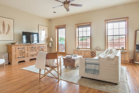 Private One Bedroom Loft Space in Downtown Bastrop