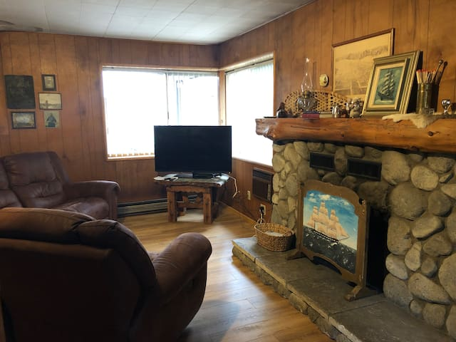 Bears Bungalow - Pet Friendly - The Fireside Inn