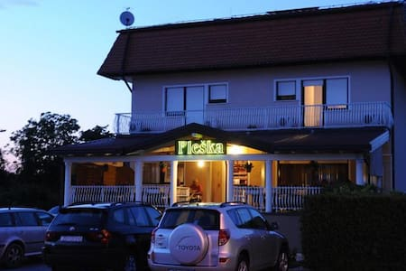 Rooms Pleška near Zagreb Airport 3* - Velika Gorica - Bed & Breakfast