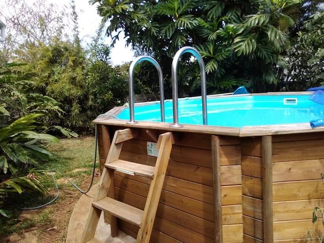 studio etang sale les bains à 2 mn de la plage