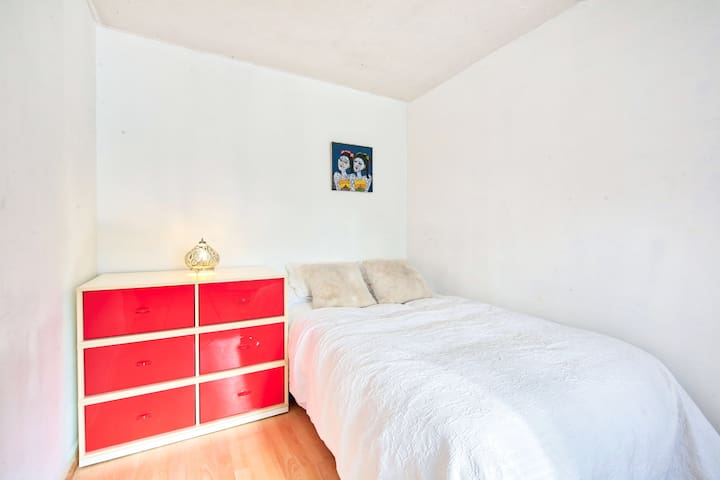 Spacious, Double Bed & Car Parking, Richmond