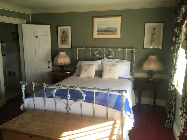 18th Century Historic Queen ensuite - Saint Andrews