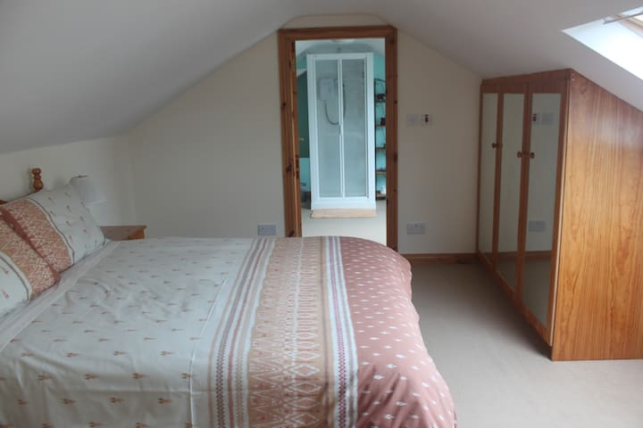 Double bedroom/ensuite, own kitchen/living area - County Donegal - Lejlighed