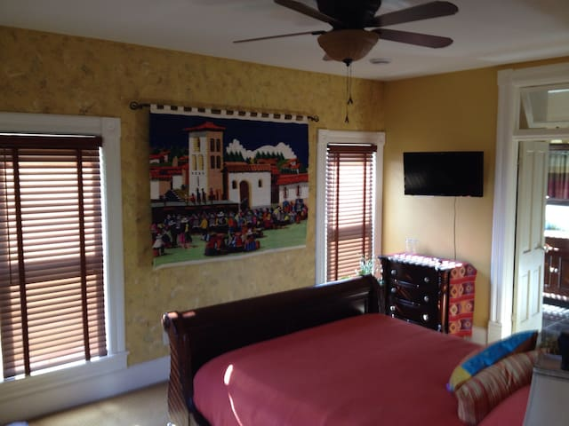 The Windsor B&B- South American Suite - Yale - Bed & Breakfast
