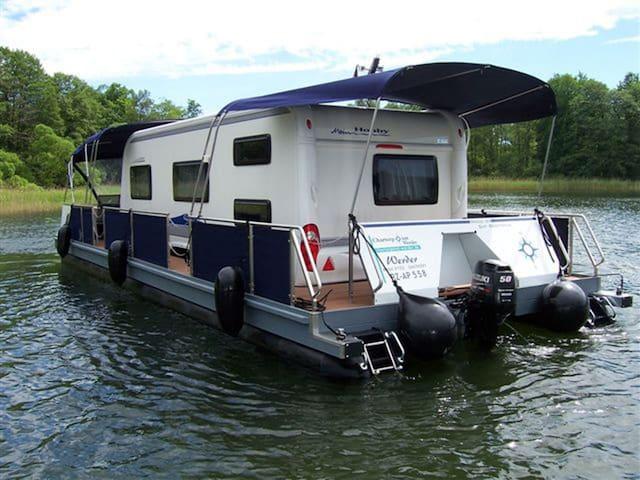 Hausboot im Stadthafen - Brandenburg an der Havel - Hajó
