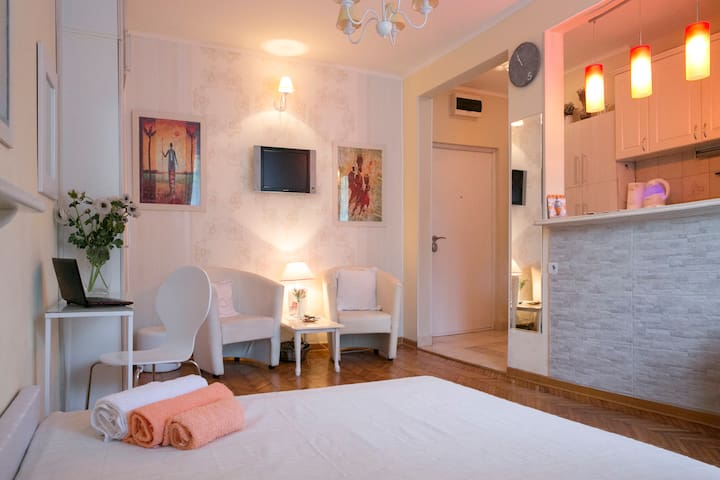Lovely white in the city heart - Belgrad - Wohnung