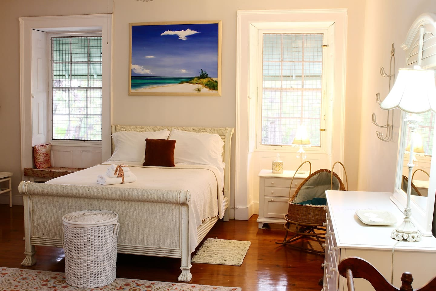 The Island Room with Queen Size bed, Mascioni Luxary Linnens & L'Occitane Bath Amenities