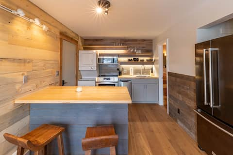 Big Sky Studio/1BR New Remodel Close to Ski Base
