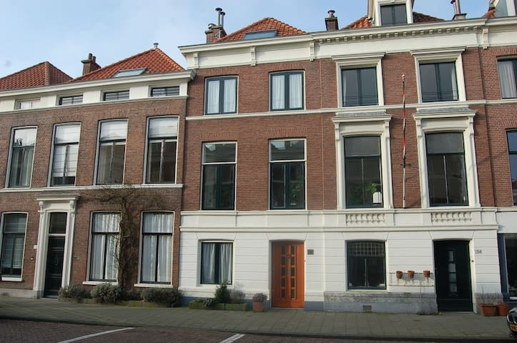 Lovely room in the nicest area of the city - Den Haag - Dům