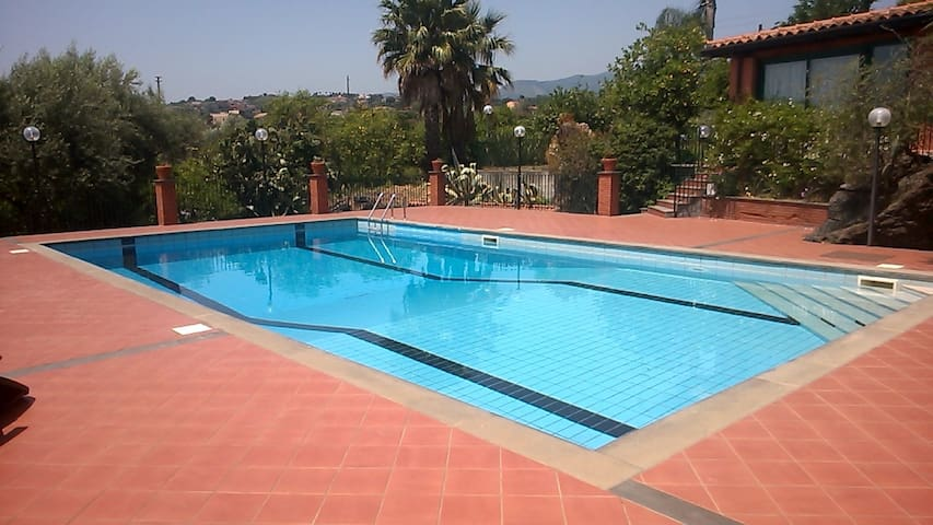 Organic farm with pool and views of Mount Etna