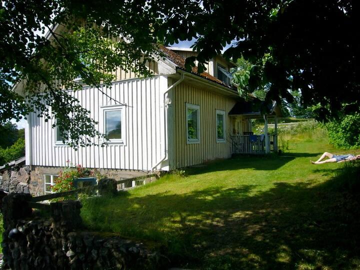 Lillestu - cosy house on a farm, on an island