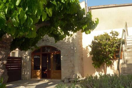 Mulberry Villa in Armenoi