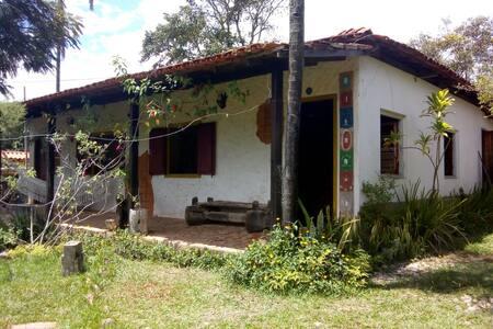 Casa com natureza e arte em São Gonçalo